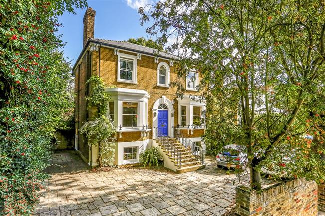 Guide Price £2,250,000, 4 Bedroom Detached House For Sale in Kingston upon Thames, KT2