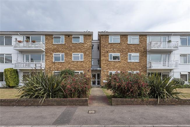 Asking Price £480,000, 2 Bedroom Flat For Sale in Kingston upon Thames, KT1