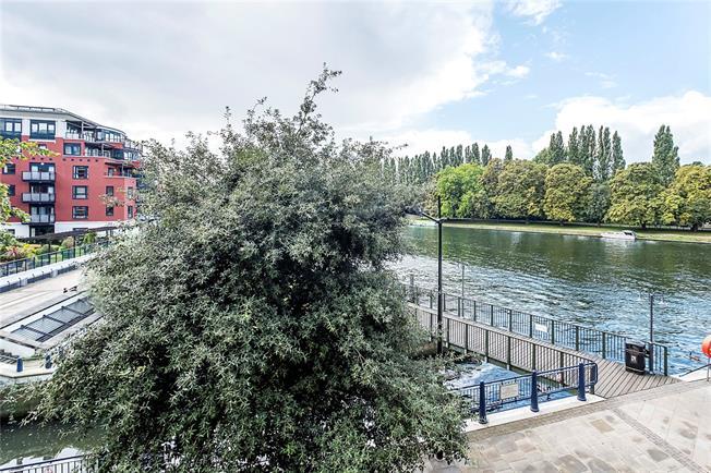 Asking Price £795,000, 3 Bedroom Flat For Sale in Kingston upon Thames, KT1