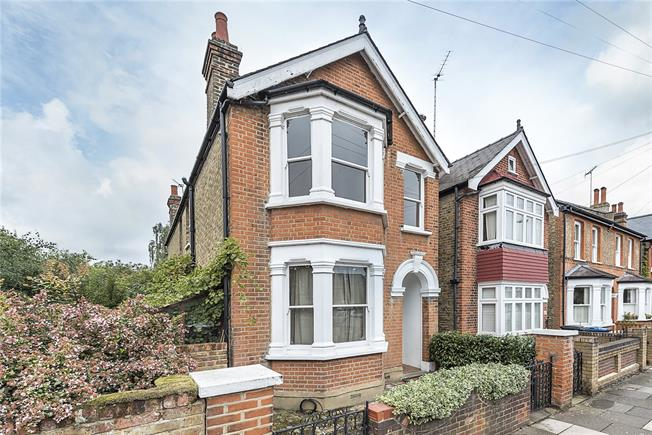 Asking Price £1,250,000, 4 Bedroom Detached House For Sale in Kingston upon Thames, KT2