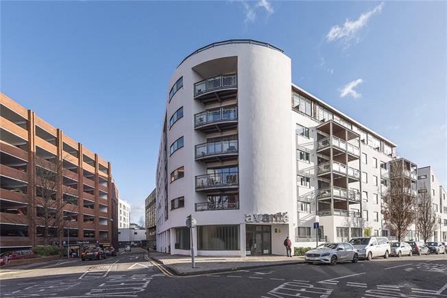 Asking Price £500,000, 2 Bedroom Flat For Sale in Kingston upon Thames, KT1