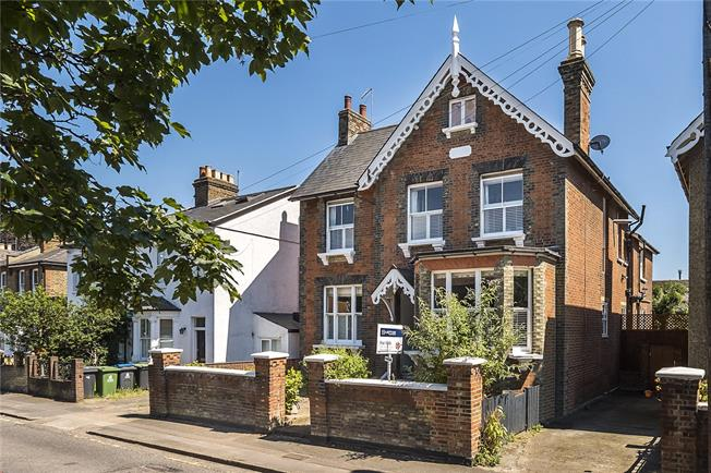 Asking Price £1,400,000, 5 Bedroom Detached House For Sale in Kingston upon Thames, KT1