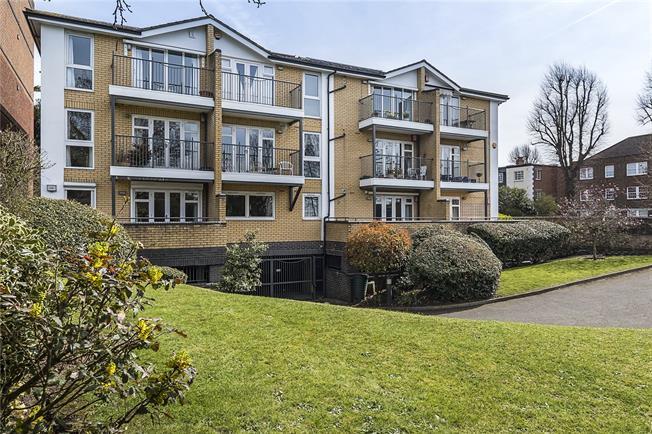 Asking Price £600,000, 2 Bedroom Flat For Sale in Kingston upon Thames, KT1
