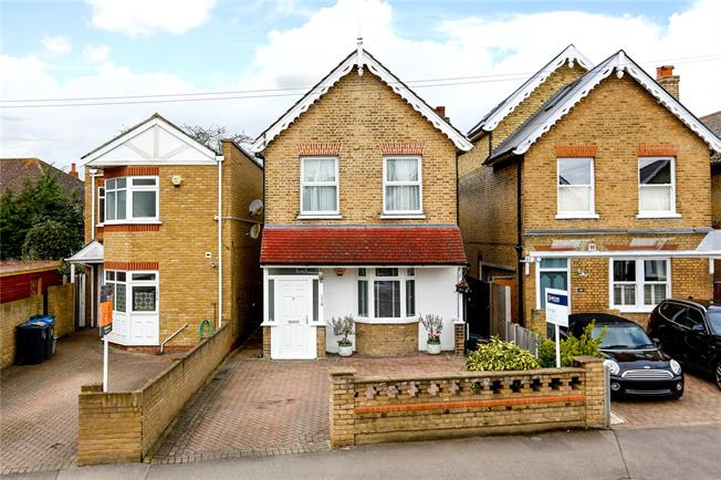 Asking Price £900,000, 4 Bedroom Detached House For Sale in New Malden, KT3