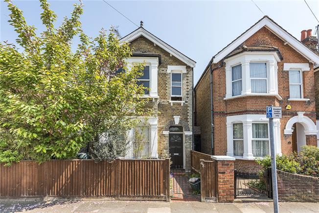 Asking Price £425,000, 1 Bedroom Flat For Sale in Kingston upon Thames, KT2