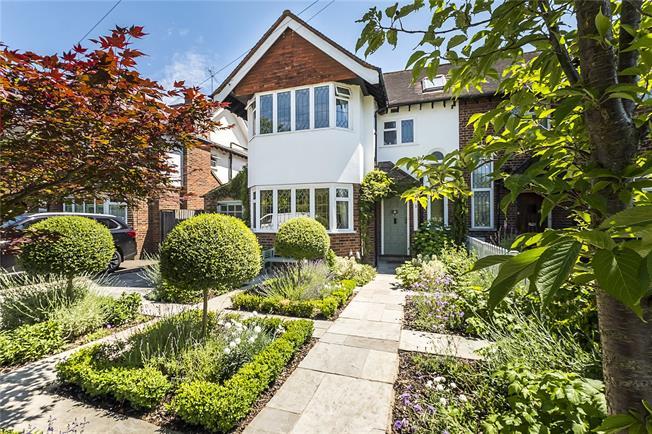 Asking Price £950,000, 3 Bedroom Semi Detached House For Sale in New Malden, KT3