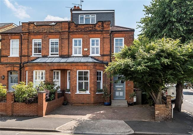 Asking Price £1,125,000, 5 Bedroom Semi Detached House For Sale in Kingston upon Thames, KT1