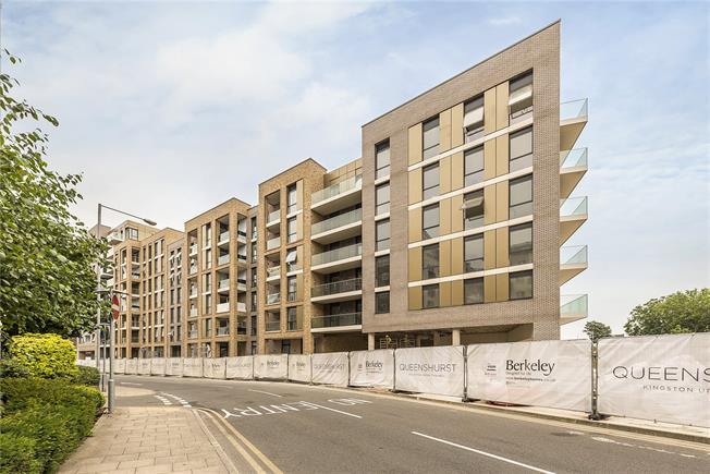 Asking Price £475,000, 1 Bedroom Flat For Sale in Kingston upon Thames, KT2