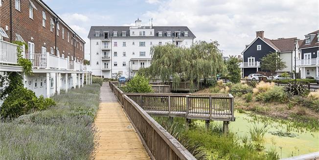 Asking Price £375,000, 2 Bedroom Flat For Sale in Worcester Park, KT4