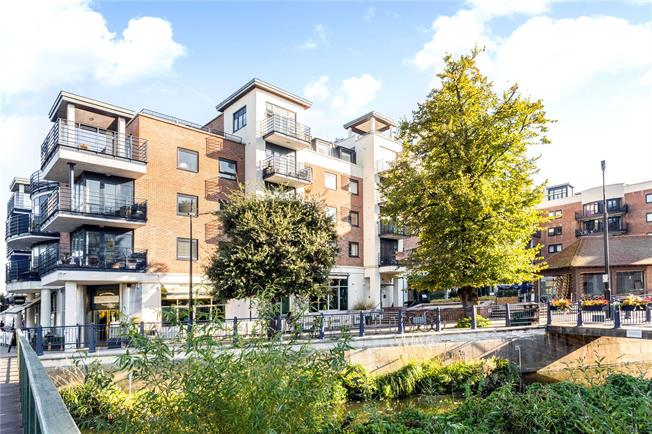 Asking Price £725,000, 3 Bedroom Flat For Sale in Kingston upon Thames, KT1