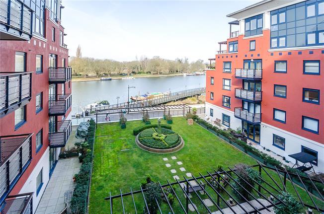 Asking Price £675,000, 2 Bedroom Flat For Sale in Kingston upon Thames, KT1