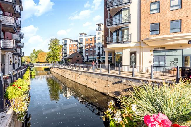 Asking Price £450,000, 2 Bedroom Flat For Sale in Kingston upon Thames, KT1