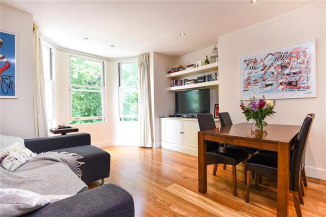 Asking Price £330,000, 1 Bedroom Flat For Sale in Kingston upon Thames, KT1