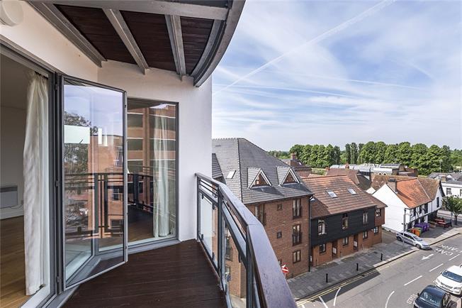 Asking Price £475,000, 2 Bedroom Flat For Sale in Kingston upon Thames, KT1