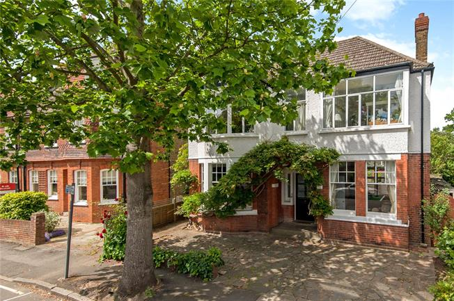 Asking Price £1,795,000, 5 Bedroom Detached House For Sale in Kingston upon Thames, KT1