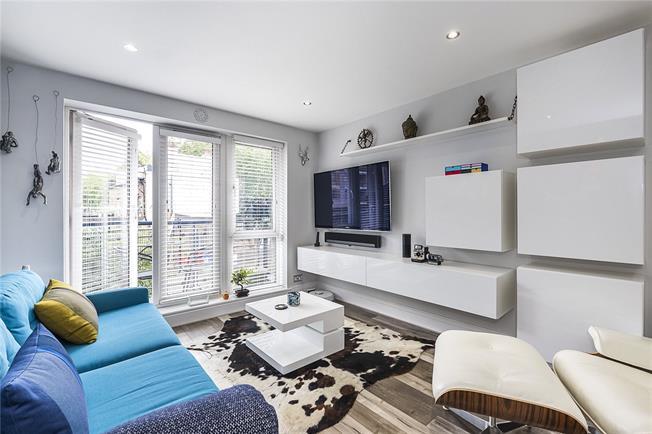 Asking Price £475,000, 2 Bedroom Flat For Sale in Seven Kings Way, Kingston, KT2