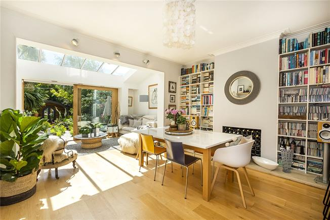 Asking Price £1,500,000, 5 Bedroom Detached House For Sale in Kingston upon Thames, KT2