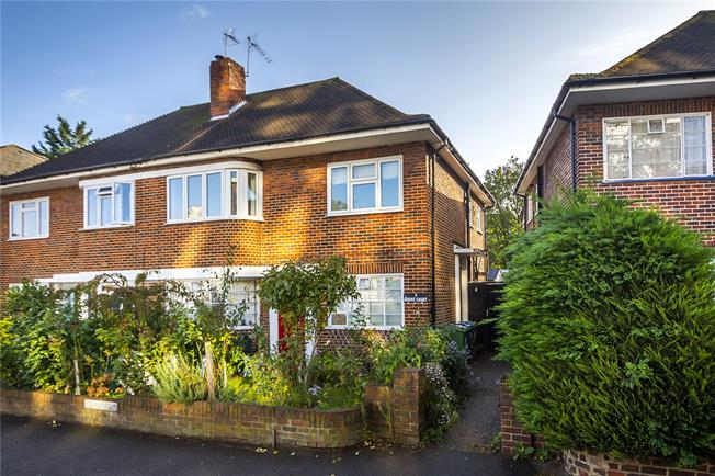 Asking Price £425,000, 2 Bedroom Flat For Sale in Kingston upon Thames, KT1