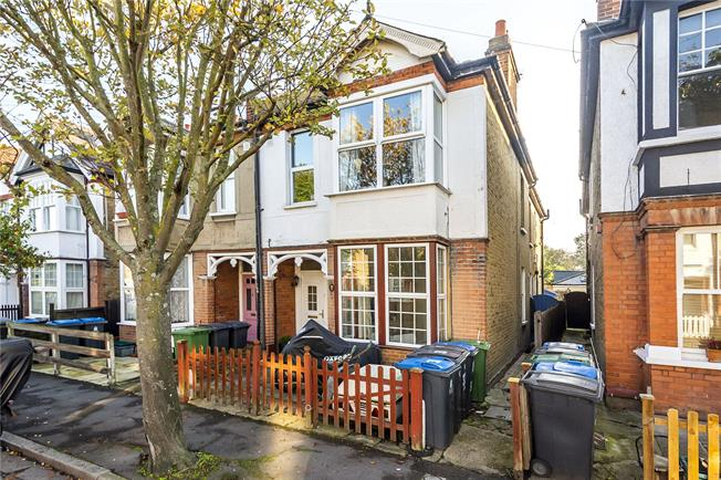 Asking Price £450,000, 2 Bedroom Flat For Sale in Kingston upon Thames, KT1