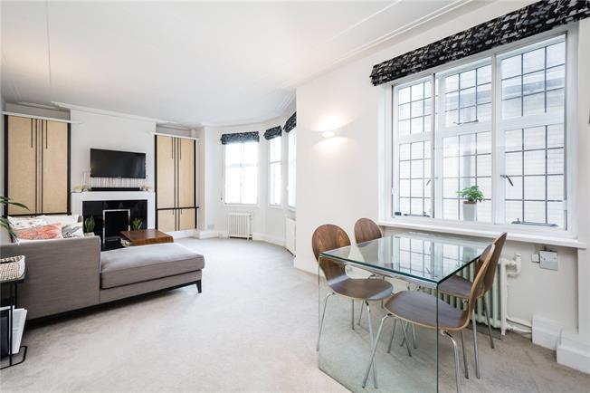 Asking Price £1,300,000, 2 Bedroom Flat For Sale in London, SW3