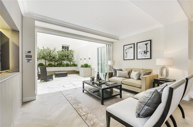 Asking Price £2,495,000, 2 Bedroom Flat For Sale in London, SW1X