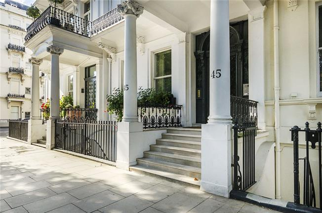 Asking Price £2,375,000, 2 Bedroom Flat For Sale in London, SW7