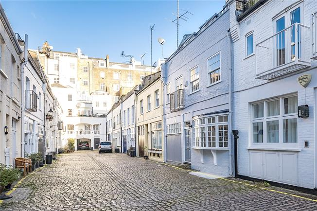 Asking Price £2,500,000, 4 Bedroom Mews House For Sale in London, SW7
