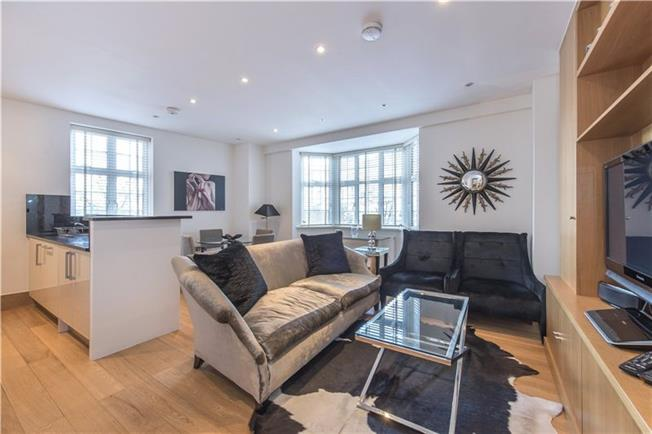 Asking Price £1,800,000, 3 Bedroom Flat For Sale in London, SW3