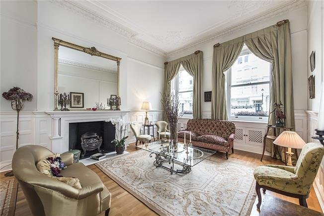 Guide Price £2,700,000, 3 Bedroom Flat For Sale in London, SW7