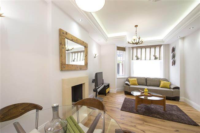 Asking Price £975,000, 1 Bedroom Flat For Sale in London, SW1X