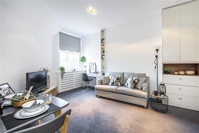 Asking Price £695,000, Flat For Sale in London, SW1X