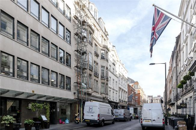 Asking Price £2,900,000, 2 Bedroom Flat For Sale in London, W1S