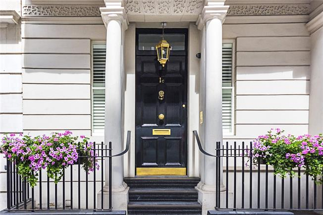 Asking Price £4,850,000, 2 Bedroom Flat For Sale in London, SW1Y