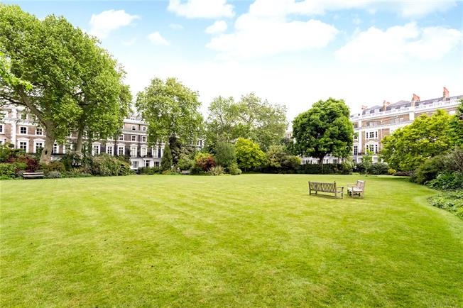 Asking Price £1,225,000, 2 Bedroom Flat For Sale in London, SW7