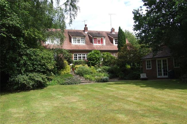Guide Price £830,000, 6 Bedroom Detached House For Sale in Conford, GU30