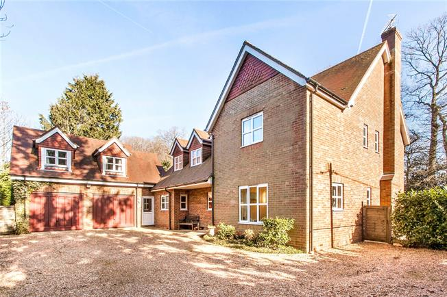 Guide Price £1,000,000, 6 Bedroom Detached House For Sale in Hill Brow, GU33