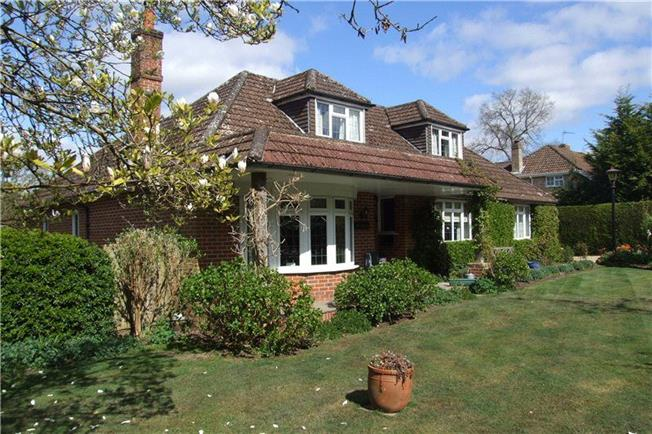 Guide Price £675,000, 5 Bedroom Detached House For Sale in Headley Down, GU35
