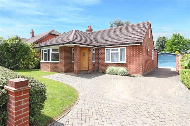 Guide Price £479,950, 3 Bedroom Bungalow For Sale in Liphook, GU30
