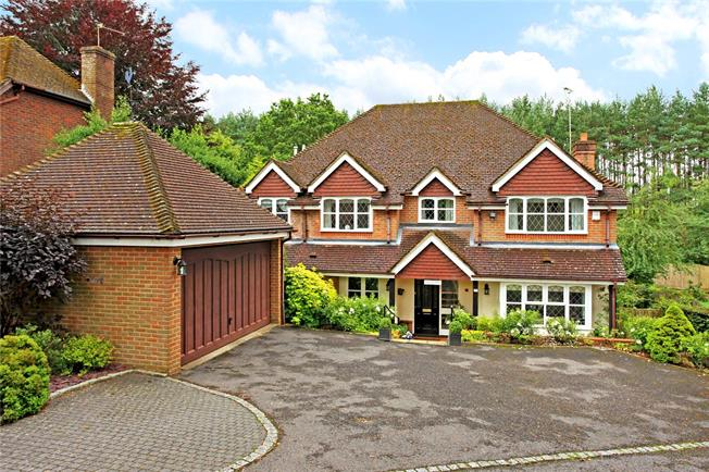 Guide Price £775,000, 5 Bedroom Detached House For Sale in Hampshire, GU35
