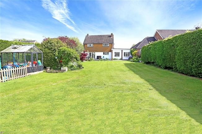 Guide Price £575,000, 3 Bedroom Detached House For Sale in Headley, GU35