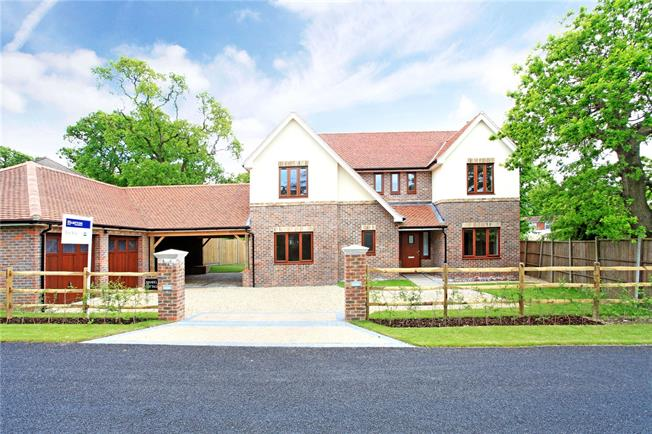 Guide Price £945,000, 5 Bedroom Detached House For Sale in Hampshire, PO7