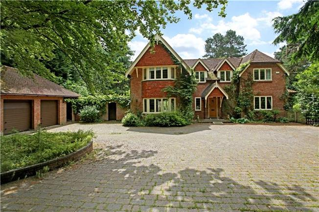 Guide Price £1,420,000, 5 Bedroom Detached House For Sale in Hampshire, GU30