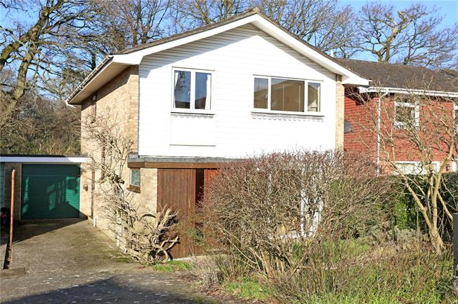 Guide Price £450,000, 4 Bedroom Detached House For Sale in Hampshire, GU30