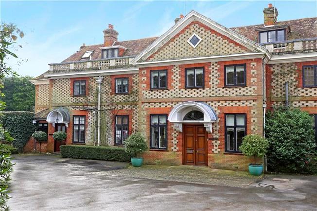 Guide Price £750,000, 3 Bedroom For Sale in Bramshott, GU30