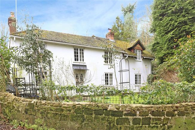 Guide Price £750,000, 3 Bedroom Detached House For Sale in Headley, GU35