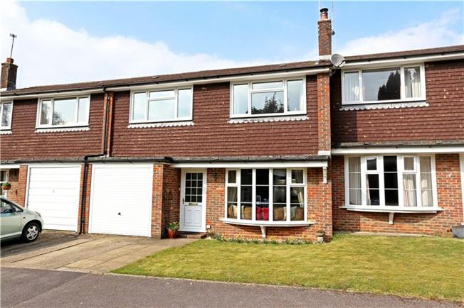 Guide Price £360,000, 3 Bedroom Terraced House For Sale in Liphook, GU30