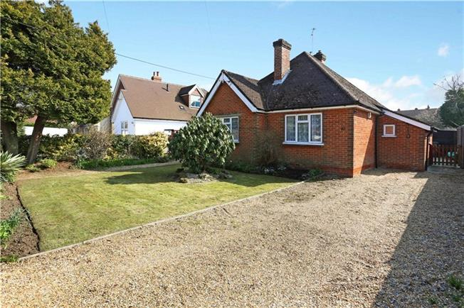 Guide Price £335,000, 2 Bedroom Bungalow For Sale in Lindford, GU35