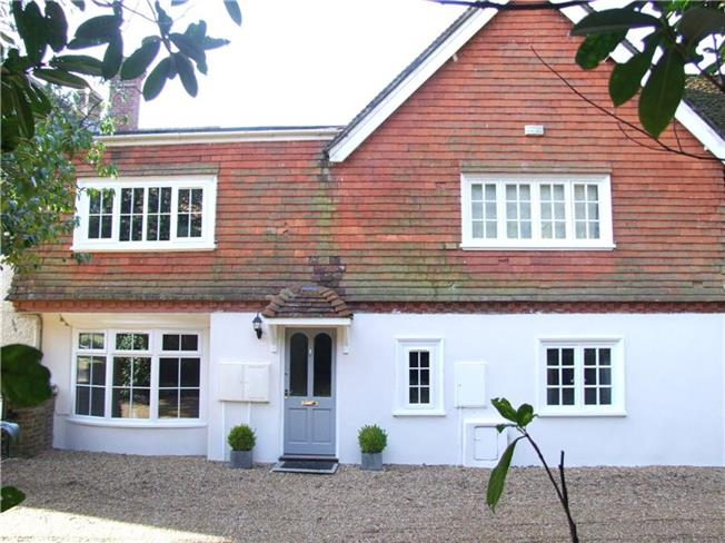 Guide Price £375,000, 2 Bedroom Terraced House For Sale in Hindhead, GU26