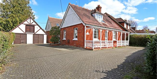 Guide Price £595,000, 4 Bedroom Detached House For Sale in Hampshire, GU35