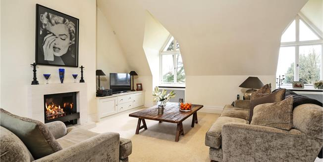 Guide Price £375,000, 1 Bedroom Flat For Sale in Bramshott, GU30